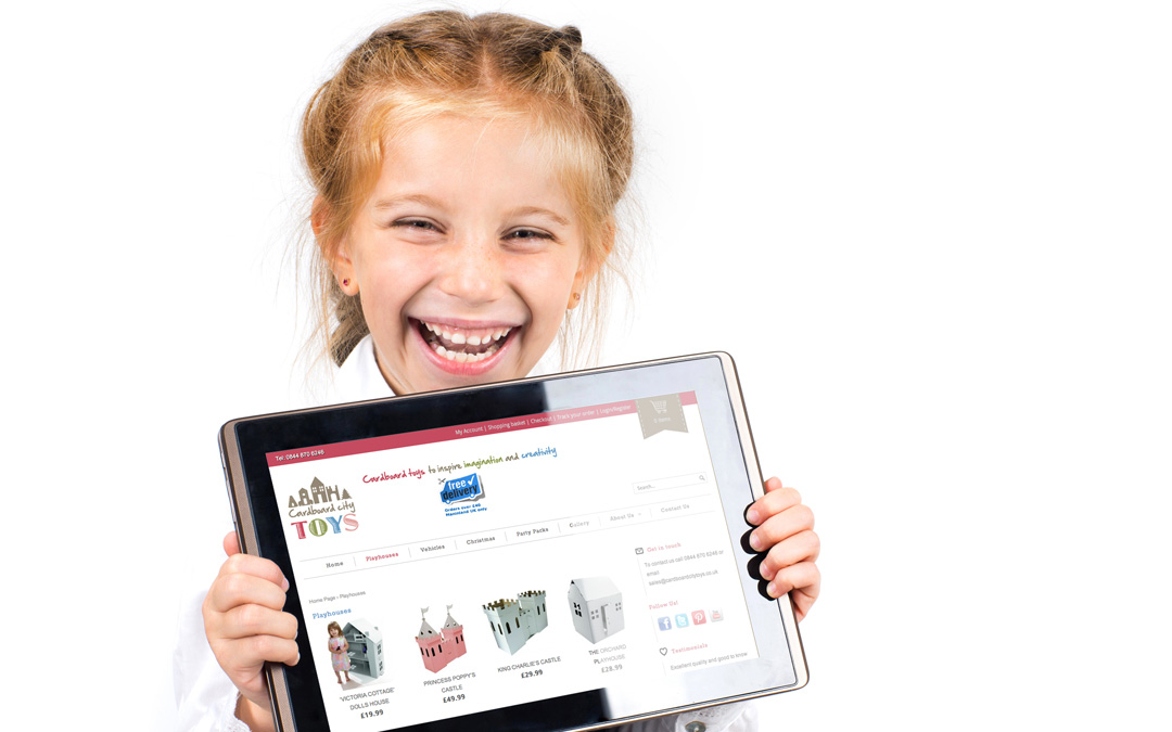 girl-with-tablet-play-houses