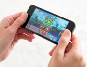 Playing-Games-on-Smart-Phone